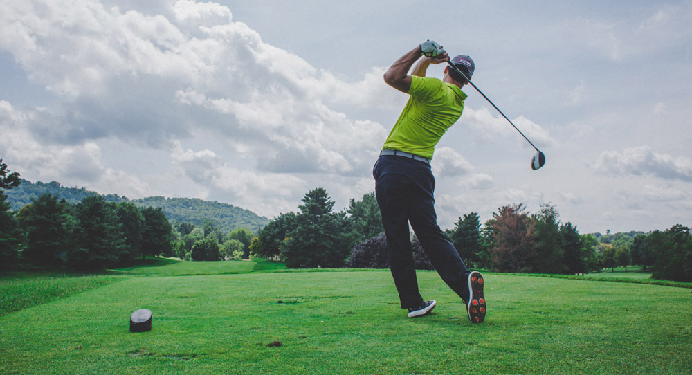 Best Drinks for Golfing on a Hot Summer Day